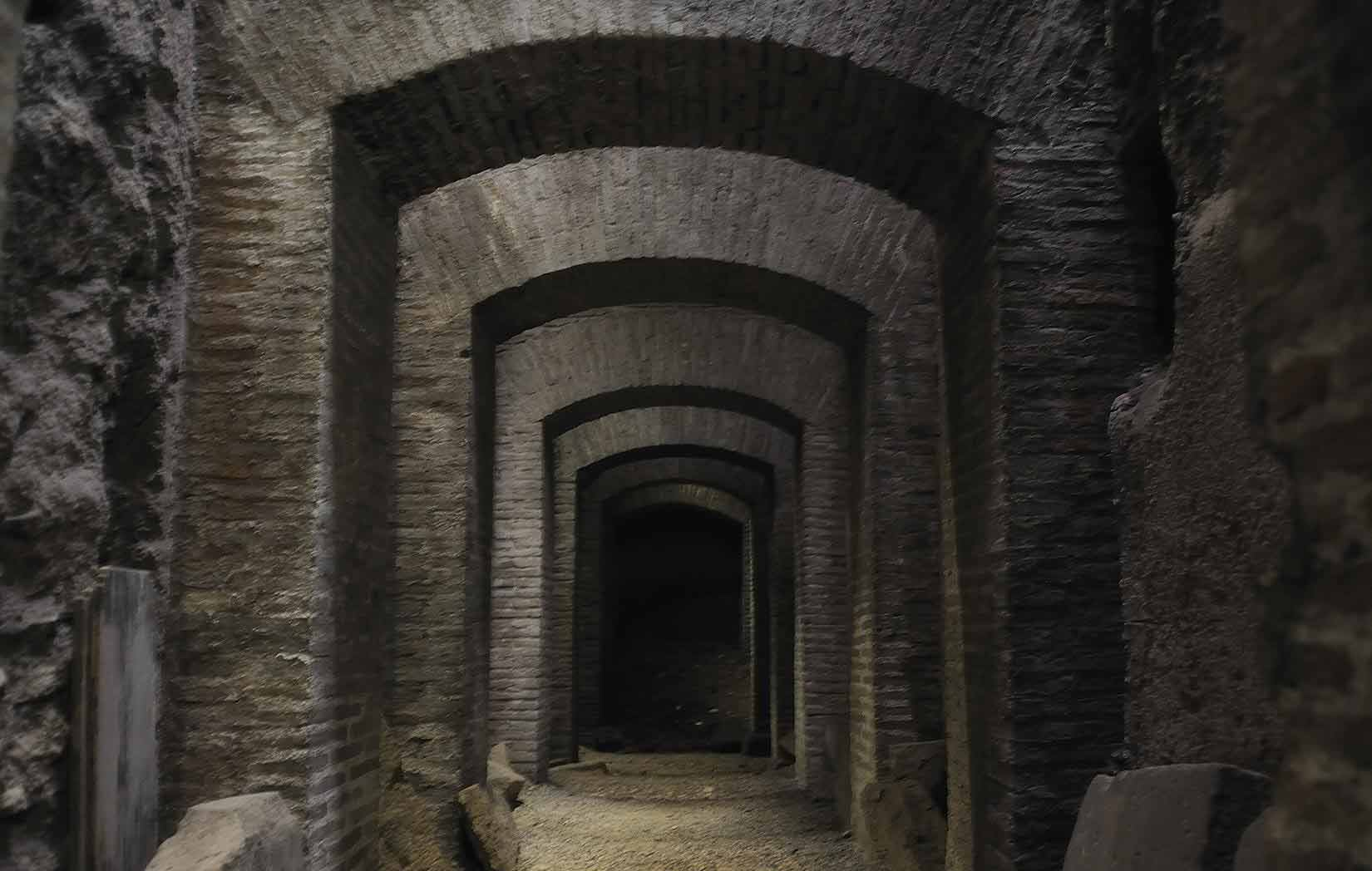 The Crypts and Catacombs of Rome - 700 km of mysteries and secrets / Chauffeur guided tour